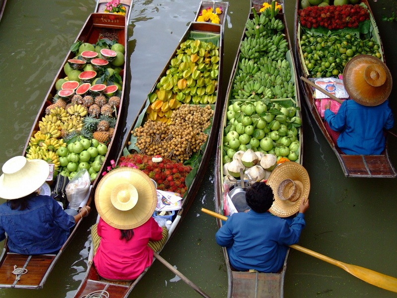 Pattaya Floating Market- Long tail boat